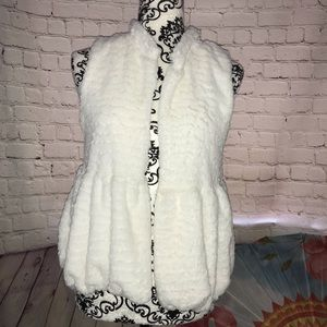 Girls XXL(14-16) Faux Fur Vest, Ivory color, EUC